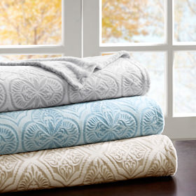 Bedding showcase blankets