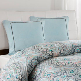Bedding showcase shams