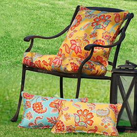 Outdoor showcase outdoor pillows